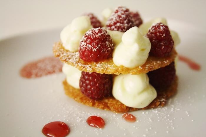 Dessert mit Hippe