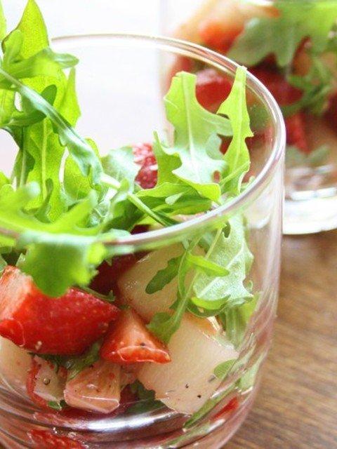 Spargel-Erdbeer-Salat im Glas